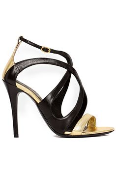 Black and Gold sandals by Alexander McQueen 2014 Spring-Summer Hot Shoes, Crazy Shoes, Me Too Shoes, Zapatos Shoes, Shoes Heels, Pumps, Alexander Mcqueen, Shoes 2014, All About Shoes