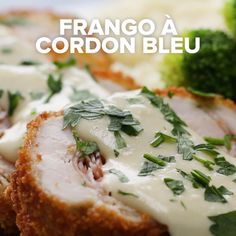 Crispy, Creamy Chicken Cordon Bleu – Yemek Tarifleri – Resimli ve Videolu Yemek Tarifleri I Love Food, Good Food, Yummy Food, Tasty Videos, Food Videos, Cooking Videos, Chicken Cordon Bleu, Chicken Cordon Blue Sauce, Cordon Bleu Sauce