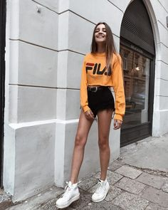 Street style ootd ideas for you Fashion Mode, Look Fashion, Teen Fashion, Womens Fashion, Vogue Fashion, Retro Fashion, Trendy Outfits, Summer Outfits, Girl Outfits