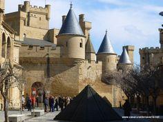 www.casaruraldenavarra.net. El castillo de Olite se encuentra en el pueblo de Olite cerca de casa rural Belastegui y es uno de los lugares de Navarra que merece la pena verlos.Os animo a que hagais turismo por Navarra.