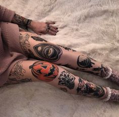 Fantastic tattoos designs are offered on our site. Check it out and you wont be sorry you did. Knee Tattoo, 1 Tattoo, Piercing Tattoo, Tattoo Drawings, Sternum Tattoo, Mandala Tattoo, Pretty Tattoos, Love Tattoos, Beautiful Tattoos