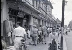 :: ( Djakarta Tempo Doeloe ) :: Old Pics of Jakarta! 1954 Chevy Truck, Chevy Trucks, Old Pictures, Jakarta, Street View, Urban, History, Life, Ideas