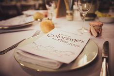 des cahiers de jeux et coloriage pour la table des enfants au mariage de Mme Aquarelle