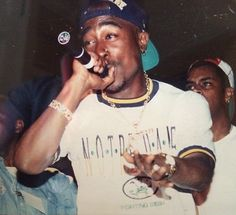 One of the best that ever lived 2pac Makaveli, Tupac And Biggie, Rapper, Tupac Wallpaper, Tupac Pictures, Richie Rich, Las Vegas, Hip Hop Art, Tupac Shakur