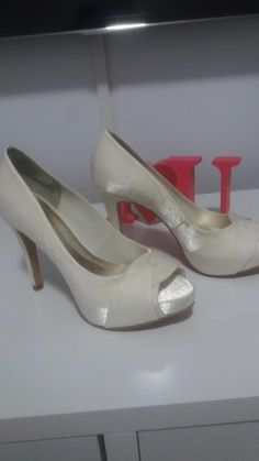 463fa27dd Sapato de noiva da marca Santa Scarpa na cor off white usado uma única vez.