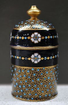 """Proudly offerred to you by JDL Antiques. Follow us on Facebook, under """"JDL Antiques"""" to keep updated on new items, item photos and discount offers. Rare Antique Coalport gilded jewelled lidded box. B"""