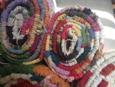 Írtam már itt a blogban, hogy a varrás mellet szőni is nagyon szeretek. Ez a tevékenységem akkor teljesedett ki igazán, mikor kaptam egy szövőállványt (addig csak keretem volt). A fonal az kinőtt, … Handmade Rugs, Weaving, Ethnic Recipes, Blog, Home Decor, Decoration Home, Room Decor, Knitting, Crocheting