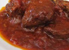 il peposo di www.iopreparo.com  Ricetta tipica delle colline fiorentine, il peposo è una carne insaporita dal buon vino rosso e cotta a fuoco molto lento. Impruneta è un paese famoso per le sue terracotte: gli addetti alle fornaci per la cottura delle terrecotte usavano mettere una pentola di coccio in fondo alla fornace con dentro carne, pepe e vino rosso e lasciarla cuocere per circa 5 ore.