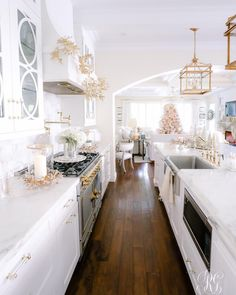 Tomorrow I'll be sharing our entire home decked out for Christmas Home Tour! It's my favorite post of the year! I'm going through… Home Decor Kitchen, Home Kitchens, Diy Home Decor, Kitchen Design, Dream Kitchens, Kitchen Layout, Layout Design, Design Blog, Classic White Kitchen
