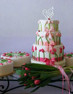 Wedding cake with tulips by bubolinkata, via Flickr