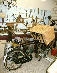 Oh how 2 lady baker #bike babes can dream: #Vintage delivery #bicycle built for bread delivery. photo by abbenquesnel #Dutch #bread