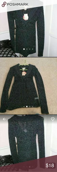 NWT V-NECK SWEATER NWT BLK/CHARCOAL V-NECK SWEATER. VERY THINK AND WARM. SIZE SMALL Arizona Jean Company Sweaters V-Necks