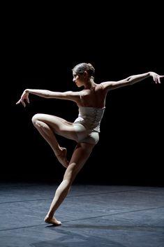 Dance Photography Poses, Dance Poses, Figure Photography, Human Poses Reference, Pose Reference Photo, Anatomy Poses, Figure Poses, Dynamic Poses, Contemporary Dance