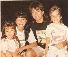 Sandy & Junior_ 689 .. : Não sei nada desta foto .. --------------------- Sandy Lindinha , roupa branca combinado com a Mamãe Noely Linda .. Ju sem palavras Lindo olha o sorriso dele ..<3 ----------------- Hoje é dia da Família ..   sandylaehjunior