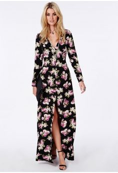 This beaut of a maxi dress is one seriously lust-worthy piece! With its pretty Boho black floral print in a chiffon fabric flowing as you move, you'll be sure to make a style statement wherever you go. With v neckline, long sleeves and high...