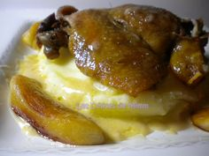 Canard confit, pommes caramélisées et sauce au cidre French Toast, Chicken Recipes, Favorite Recipes, Dishes, Breakfast, Food, Happy, Cooking, Preserves
