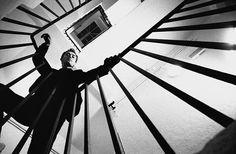 ideas photography black and white eye perspective Portrait Photography Men, Photography Poses For Men, Creative Photography, Street Photography, Photo Book, Worms Eye View, Fotografia Social, Men Photoshoot, Foto Instagram