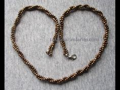 Necklace Making Cord (Necklace Chain) - Diy World Seed Bead Necklace, Beaded Necklace, Beaded Bracelets, Necklace Chain, Diy Collier, Beaded Jewelry Designs, How To Make Necklaces, Jewelry Model, Jewelry Making Tutorials