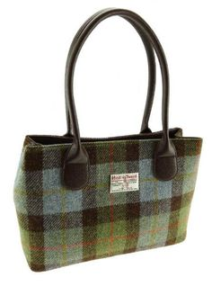 Cassley Harris Tweed Handbag Harris Tweed Fabric, Classic Handbags, Bag Patterns To Sew, Small Bags, Leather Purses, Purses And Bags, Tweed Jackets, Fondant Baby, Outer Hebrides