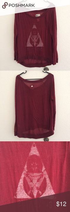 Billabong Tee Cute and casual graphic tee by Billabong. The graphic is faded, but it gives it a nice lived in look. In otherwise good condition with no rips, tears, or stains. Fabric is slightly sheer. Maroon color. Bundle & save. 😊 Billabong Tops Tees - Long Sleeve