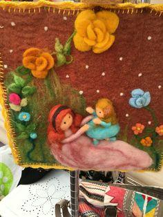 Resultado de imagen para telar decorativo con flores Diy Projects For Kids, Felt Art, Handmade Design, Wool Felt, Felted Wool, Needle Felting, Diy And Crafts, Weaving, Textiles