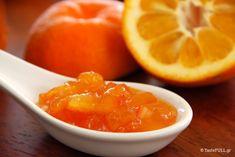 Είναι εντυπωσιακό πόσο λίγο πικρή είναι η μαρμελάδα νεράντζι! Έχει τέτοιο άρωμα, τέτοια γλύκα και μια ελαφρά πικρή επίγευση που γίνεται εθιστική. Orange Jam, Cream Gravy, Frozen Yoghurt, Jam And Jelly, Oranges And Lemons, Greek Recipes, Grapefruit, Sweet Treats, Sweets