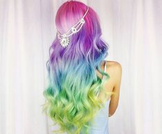 Experts who used to work ombre styles are now concentrating on fancy rainbow hair colors these days. Looking for Christmas Hair Colors Ideas? Here is 7 Crazy Rainbow Christmas Hair Colors Ideas for Trendy Girls to wear, Check them NOW Pelo Multicolor, Cool Hair Color, Hair Colors, Pastel Colors, Rainbow Colors, Christmas Hair, Christmas Colors, Hair Color Balayage, Unique Hairstyles