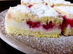 Šťavnatý, osviežujúci a zároveň veľmi jemný koláč, ktorý sa rozplýva na jazyku.  Ovocie môžte použiť hocijaké napríklad jahody, ... Mini Cheesecakes, Vanilla Cake, Smoothies, Recipies, Food And Drink, Cooking Recipes, Treats, Sweet, Desserts