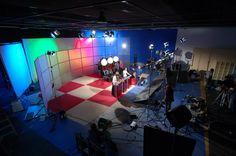 In Banzai Studio we build a huge tv set that we made and designed for a television program by Aka Films.  Production Company: Transparent Productions ----  En Banzai Studio diseñamos y construimos un set de televisión para un programa de Aka Films que se grabó en el plató de nuestros estudios. Productora: Transparent Productions www.banzaistudio.tv