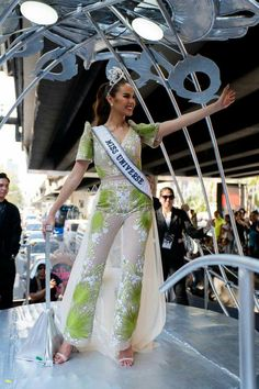 Filipiniana Dress, Homecoming Parade, Gray Instagram, Filipina Beauty, Grey Fashion, Celebrity Style, Beautiful Women, Filipino, Crowns