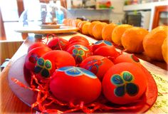 On Holy Thursday, our tradition demands the eggs to be dyed red and tapped during Easter! -Την Μεγάλη Πέμπτη, η παράδοση θέλει τα αυγά να βάφονται κόκκινα και να τσουγκρίζονται το Πάσχα! Καλή Ανάσταση! www.mantraki.eu