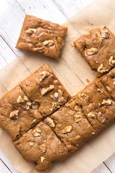 Here I bring you ooey gooey Vegan Walnut Maple Blondies! They're a really easy treat to make with simple ingredients and they are ready in just 35 minutes. Easy Tart Recipes, Sweet Recipes, Baking Recipes, Dessert Recipes, Vegan Recipes, Bar Recipes, Unique Recipes, Healthy Vegan Snacks, Vegan Treats