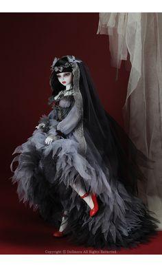 Judith Girl Doll - Requiem ; Zinna