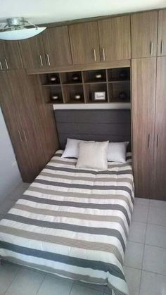 Small Bedroom Storage, Small Bedroom Designs, Small Room Bedroom, Home Bedroom, Couple Bedroom, Bedroom Decor, Bed Furniture, Furniture Design, Small Bedroom Ideas For Couples