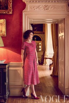 Vanessa Kirby captures the young Princess Margaret's joie de vivre in a striped silk dress by Altuzarra and Céline shoes Crown Tv, The Crown, Crown Netflix, Fashion News, Fashion Beauty, Red Fashion, Vintage Fashion, Vanessa Kirby, Princess Margaret