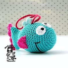 What a cute cat toy! The goofy cartoon expression is adorable, and I love how the fuchsia is paired with the aqua! Available on Ravelry: http://www.ravelry.com/patterns/library/just-a-fish