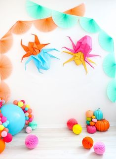 A Kailo Chic Life: DIY It - Oversized Origami Spider Halloween Decorations Childrens Halloween Party, Halloween Party Decor, Holidays Halloween, Halloween Kids, Diy Party, Halloween Pumpkins, Halloween Crafts, Party Ideas, Halloween Spider Decorations