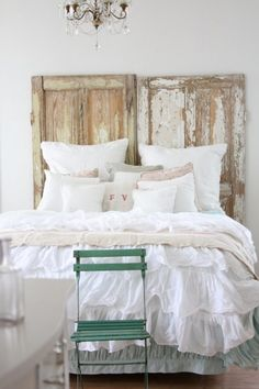 Rustic Bedroom Design With White Bedspread And Cushions As Well As Used Leaf Door As Headboard Ideas For Beach Cottage Interior Design. Comfy Beach Cottage Interior Design For You Classic Bedroom Decor, Vintage Bedroom Styles, Vintage Bedroom Decor, Rustic Bedroom Design, White Bedroom Furniture, Trendy Bedroom, Furniture Sets, Cama Vintage, White Bed Covers