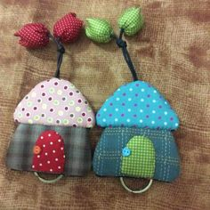 patchwork case for key Key Crafts, Diy And Crafts, Sewing Crafts, Sewing Projects, Craft Projects, Patchwork Heart, Japanese Patchwork, Cute Keychain, Key Covers