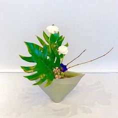 #池坊 #いけばな教室 #ロンドン #自由花 #ikenobo #ikebana  #ikebanaclass #london #japaneseflowerarrangement #freestyle Arranged by Rie