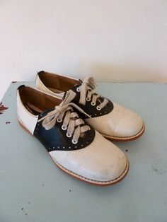 Saddle shoes-
