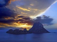 Sunset in Ibiza, spain Villas, Places To See, Places Ive Been, Ibiza Sunset, Beautiful Places, Wanderlust, Sky, Mountains, Holiday