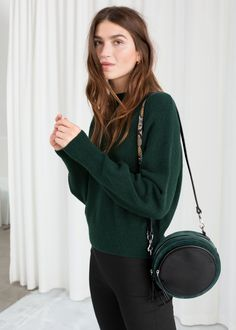 Mock Neck Sweater - g r a s s - Minimalismus Green Sweater Outfit, Winter Sweater Outfits, Fall Winter Outfits, Sweater Boots, Sweater Fashion, Scandinavian Fashion, Hipster, Casual Street Style, Fall Looks
