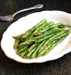 Dijon Maple Asparagus - An EASY and healthy side dish that even my husband loves! | Food Faith Fitness| #recipe #side #asparagus