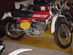 Motosport, Motor Company, Dirt Bikes, Vintage Racing, Cafe Racers, Motorcycle, Auto Racing, Dirtbikes, Motorcycles
