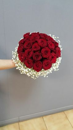 Pin by nitza on ramos de flores in 2019 Burgundy Wedding Theme, Red Rose Wedding, Red Bouquet Wedding, Red Rose Bouquet, Lily Wedding, Wedding Brooch Bouquets, Corsage Wedding, Diy Bouquet, Bride Bouquets
