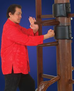Kung Fu Techniques Video: Wooden-Dummy Wing Chun Kung Fu Training With Grandmaster William Cheung — In this vintage video footage, wing chun kung fu grandmaster William Cheung demonstrates the wooden dummy as a training tool for kung fu techniques. #AimFitness #blackbeltmagazine #martialarts #wingchun #kungfu #wingchunkungfu #woodendummy #williamcheung #chinesemartialarts #martialartsvideos