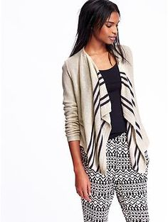This stylish cardigan from Old Navy is the perfect way to travel in style and comfort #travel #style