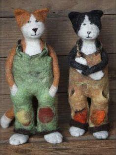 Latzhosen-Katzen.    Oh Kori, aren't these wonderful?