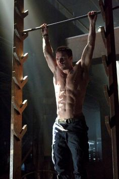 """Arrow"" features some great abs, especially those of Oliver Queen (Stephen Amell). This Season 2 video from The CW shows this well."